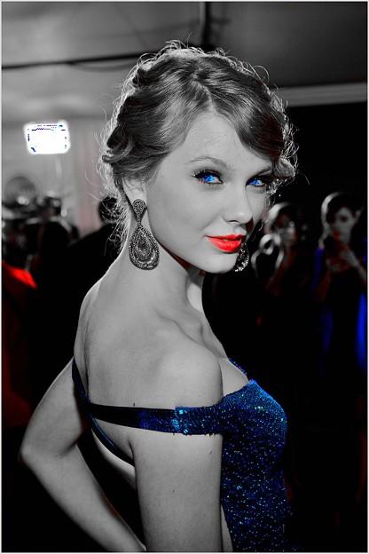 Beautiful Blue Eyes of Taylor Swift(10678)