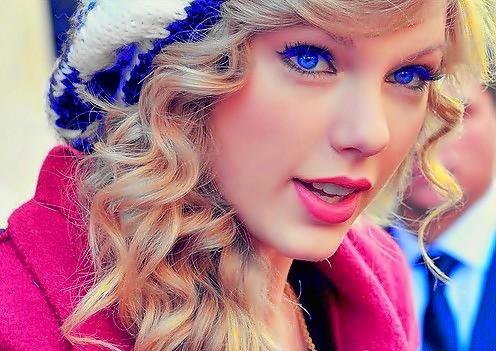 Beautiful Blue Eyes of Taylor Swift(10680)