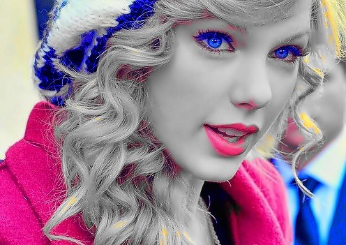 Beautiful Blue Eyes of Taylor Swift(10681)