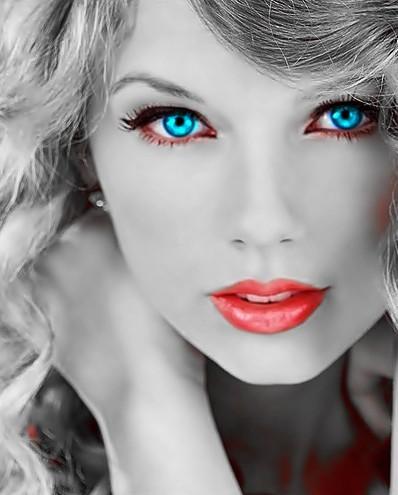 Beautiful Blue Eyes of Taylor Swift (10747)
