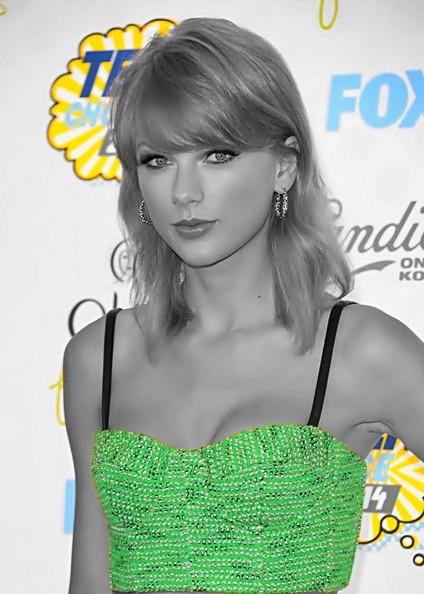 Beautiful Blue Eyes of Taylor Swift (10748)