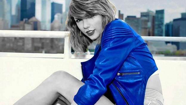 Beautiful Blue Eyes of Taylor Swift (10752)