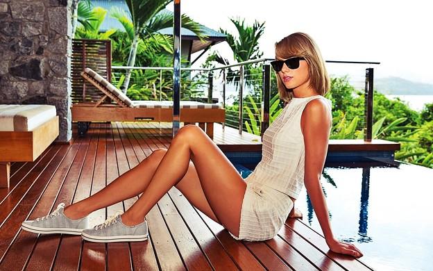 Beautiful Blue Eyes of Taylor Swift (10768)