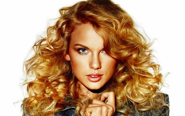 Beautiful Blue Eyes of Taylor Swift (10771)
