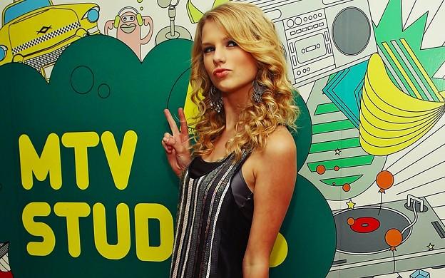 Beautiful Blue Eyes of Taylor Swift (10779)