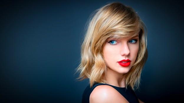 Beautiful Blue Eyes of Taylor Swift (10809)
