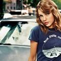 Beautiful Blue Eyes of Taylor Swift (10812)