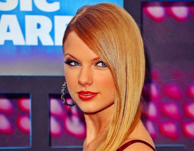 Photos: Beautiful Blue Eyes of Taylor Swift (10813)