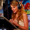 Beautiful Blue Eyes of Taylor Swift (10815)