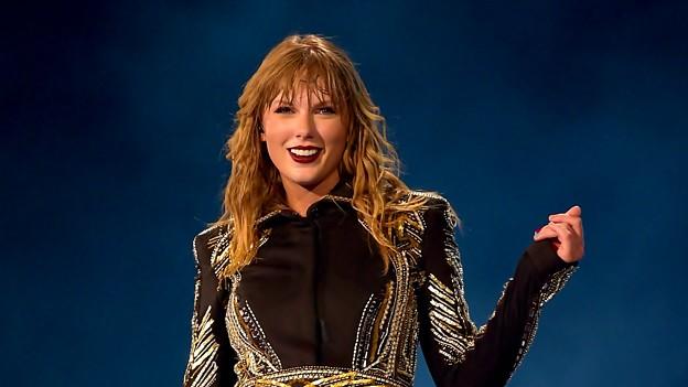 Beautiful Blue Eyes of Taylor Swift (10817)