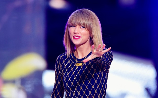 Beautiful Blue Eyes of Taylor Swift (10819)