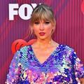 Beautiful Blue Eyes of Taylor Swift (10827)