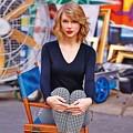 Beautiful Blue Eyes of Taylor Swift (10828)