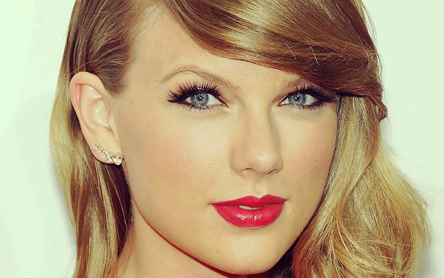Beautiful Blue Eyes of Taylor Swift (10841)