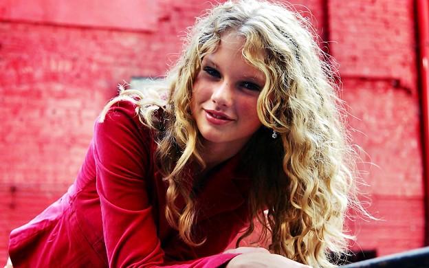 Beautiful Blue Eyes of Taylor Swift (10842)
