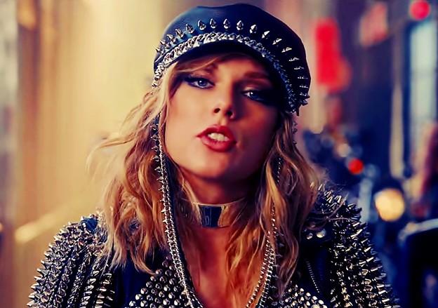Beautiful Blue Eyes of Taylor Swift (10843)