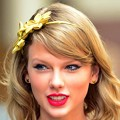 Beautiful Blue Eyes of Taylor Swift (10845)