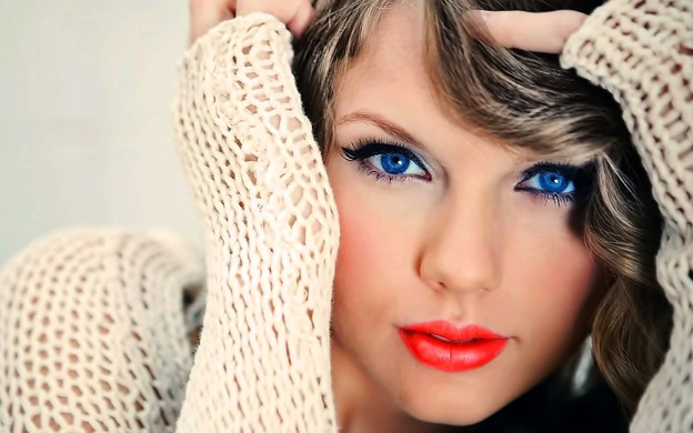 Beautiful Blue Eyes of Taylor Swift (10872)