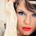 Beautiful Blue Eyes of Taylor Swift (10872)