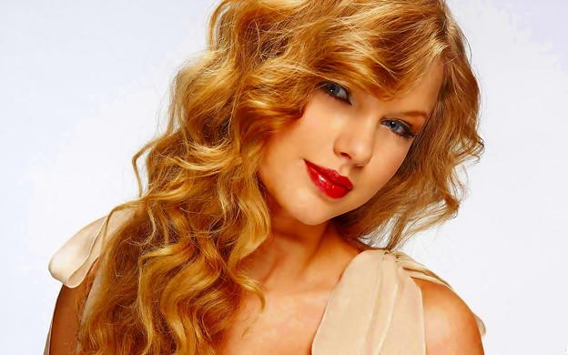 Beautiful Blue Eyes of Taylor Swift (10874)