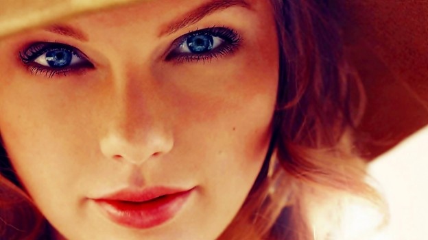 Beautiful Blue Eyes of Taylor Swift (10880)