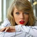 Beautiful Blue Eyes of Taylor Swift (10887)