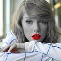 Beautiful Blue Eyes of Taylor Swift (10889)