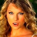 Beautiful Blue Eyes of Taylor Swift (10925)