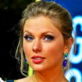 Beautiful Blue Eyes of Taylor Swift (10926)