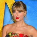 Beautiful Blue Eyes of Taylor Swift (10930)