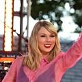 Beautiful Blue Eyes of Taylor Swift (10937)