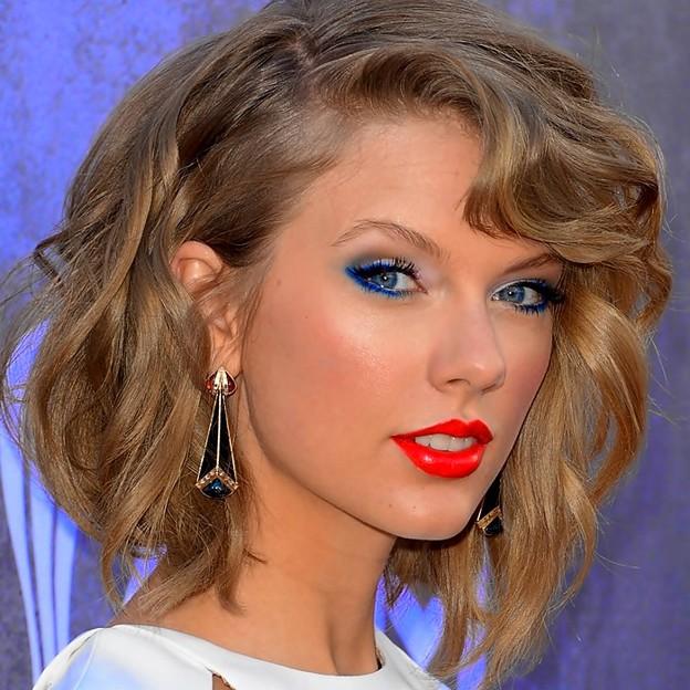 Beautiful Blue Eyes of Taylor Swift (10951)