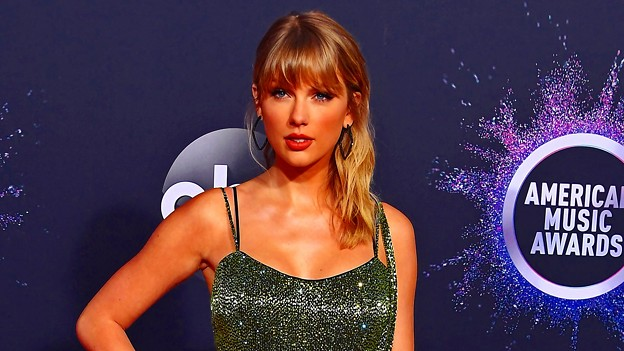 Beautiful Blue Eyes of Taylor Swift (10953)