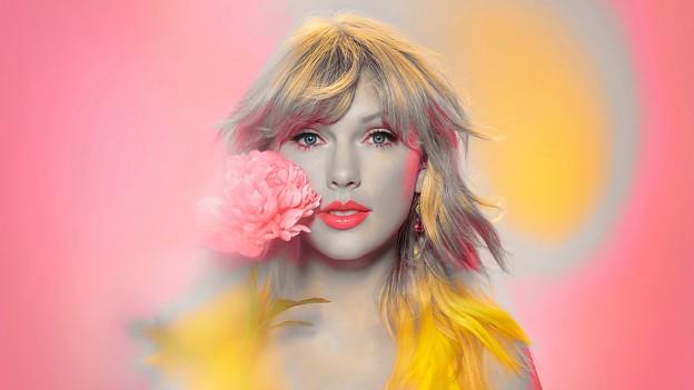 Beautiful Blue Eyes of Taylor Swift (10961)
