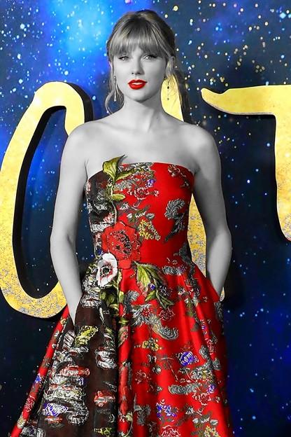 Beautiful Blue Eyes of Taylor Swift (11005)