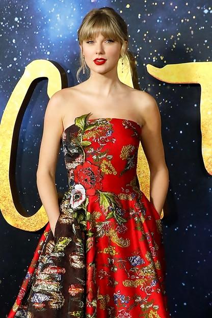 Beautiful Blue Eyes of Taylor Swift (11006)