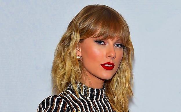 Beautiful Blue Eyes of Taylor Swift (11007)