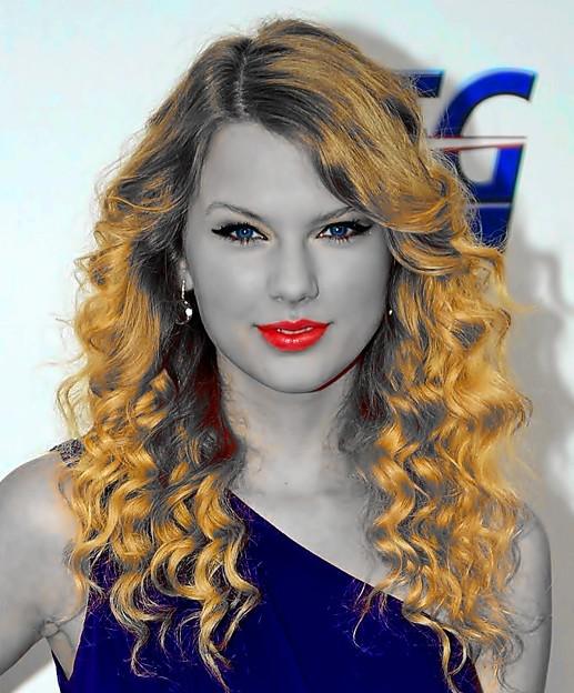 Beautiful Blue Eyes of Taylor Swift (11008)
