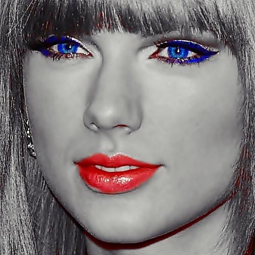 Beautiful Blue Eyes of Taylor Swift (11012)