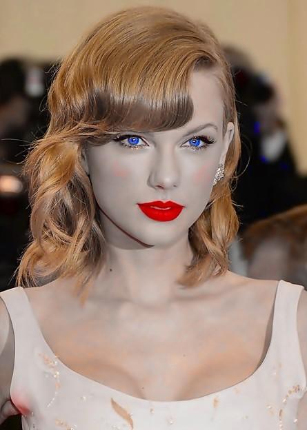 Beautiful Blue Eyes of Taylor Swift (11016)