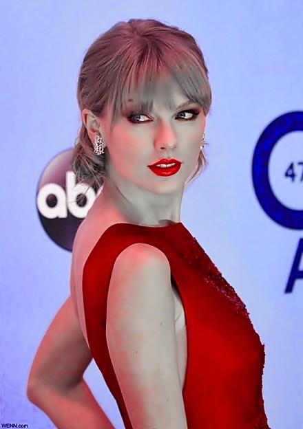 Beautiful Blue Eyes of Taylor Swift (11018)