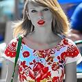 Beautiful Blue Eyes of Taylor Swift (11020)
