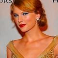 Beautiful Blue Eyes of Taylor Swift (11021)