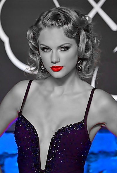 Beautiful Blue Eyes of Taylor Swift (11022)