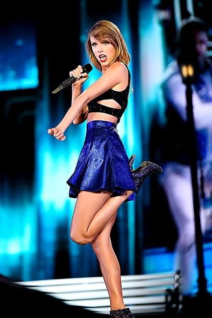 Beautiful Blue Eyes of Taylor Swift (11024)