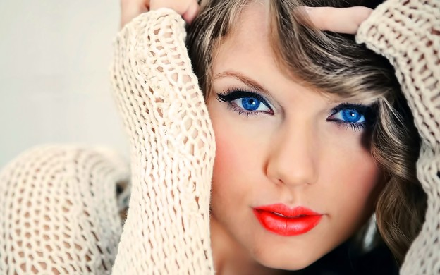 Beautiful Blue Eyes of Taylor Swift (11043)