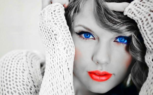 Beautiful Blue Eyes of Taylor Swift (11045)