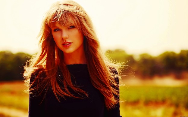 Beautiful Blue Eyes of Taylor Swift (11046)