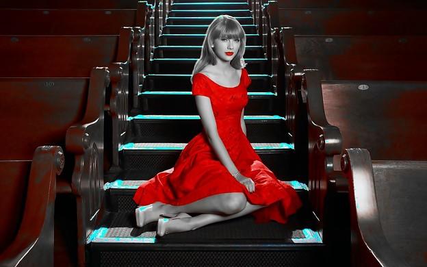 Beautiful Blue Eyes of Taylor Swift (11052)