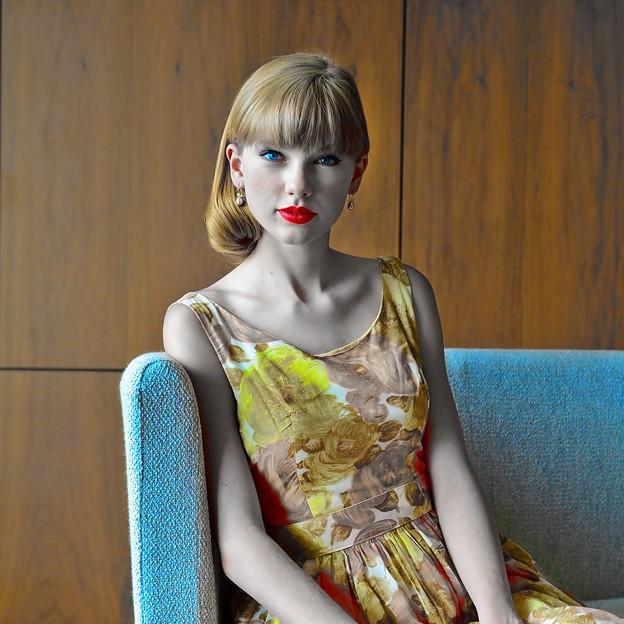 Beautiful Blue Eyes of Taylor Swift (11054)